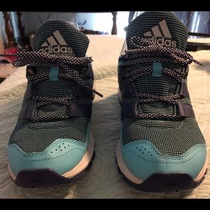 Women's Addidas 9.5 sneakers